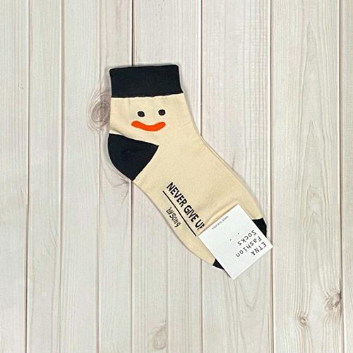 韓國中筒襪-呆萌微笑-黑底